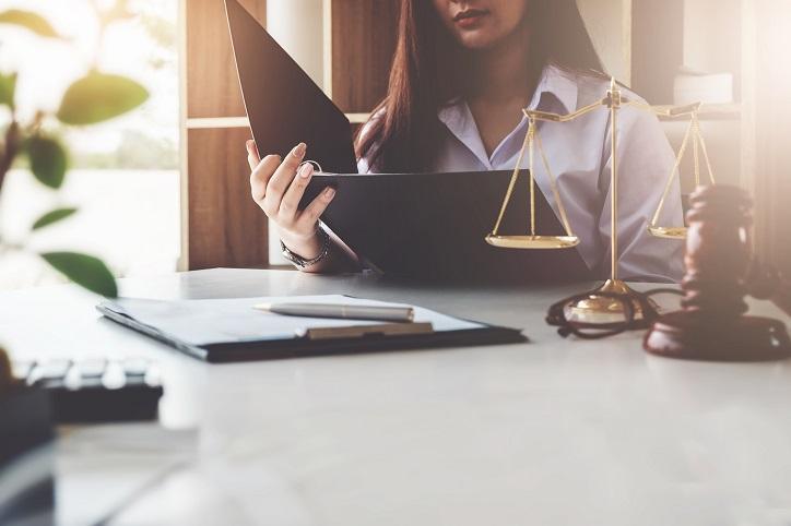 Obsługa prawna przedsiębiorców – co warto zlecić kancelarii prawnej?